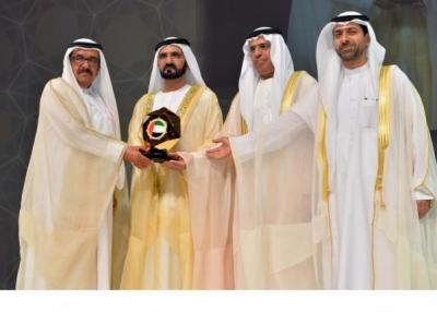 H.H. Sheikh Hamdan bin Rashid celebrates with the Ministry of Finance winning the Mohammed bin Rashid Excellence Government Awards